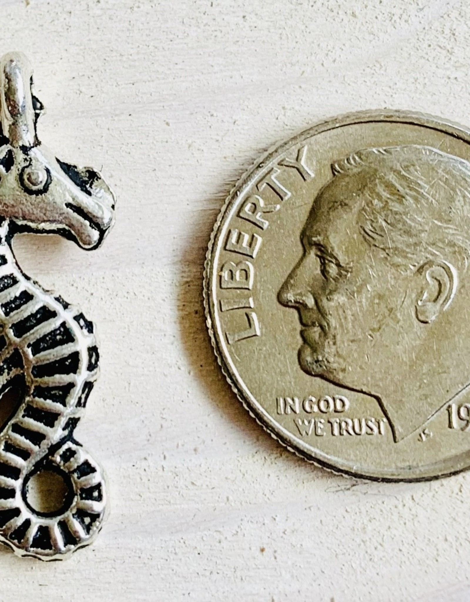 24mm Sea Horse Antique Silver