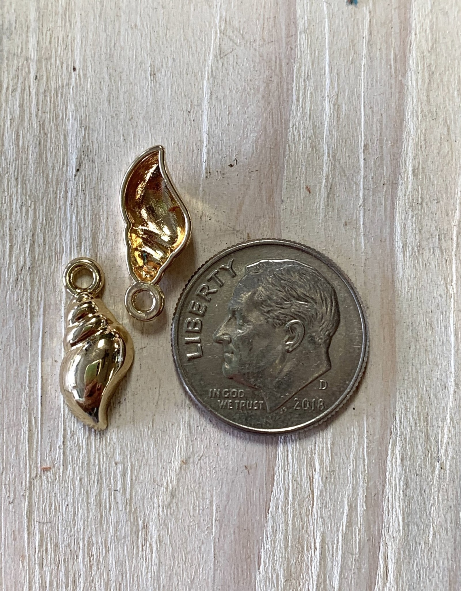 Small Shell Charm Gold Plated ea