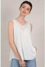 Molly Bracken White Slvless Blouse w/ Lace