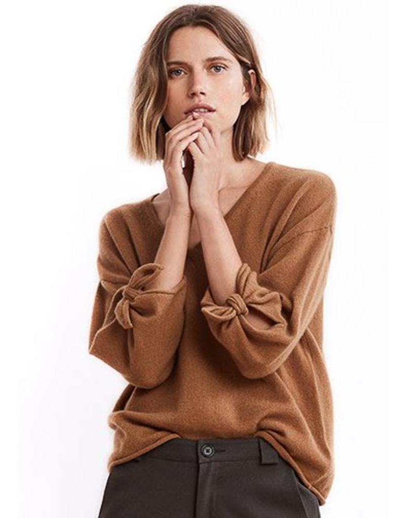 Freja 3/4 tie sleeve cashmere sweater