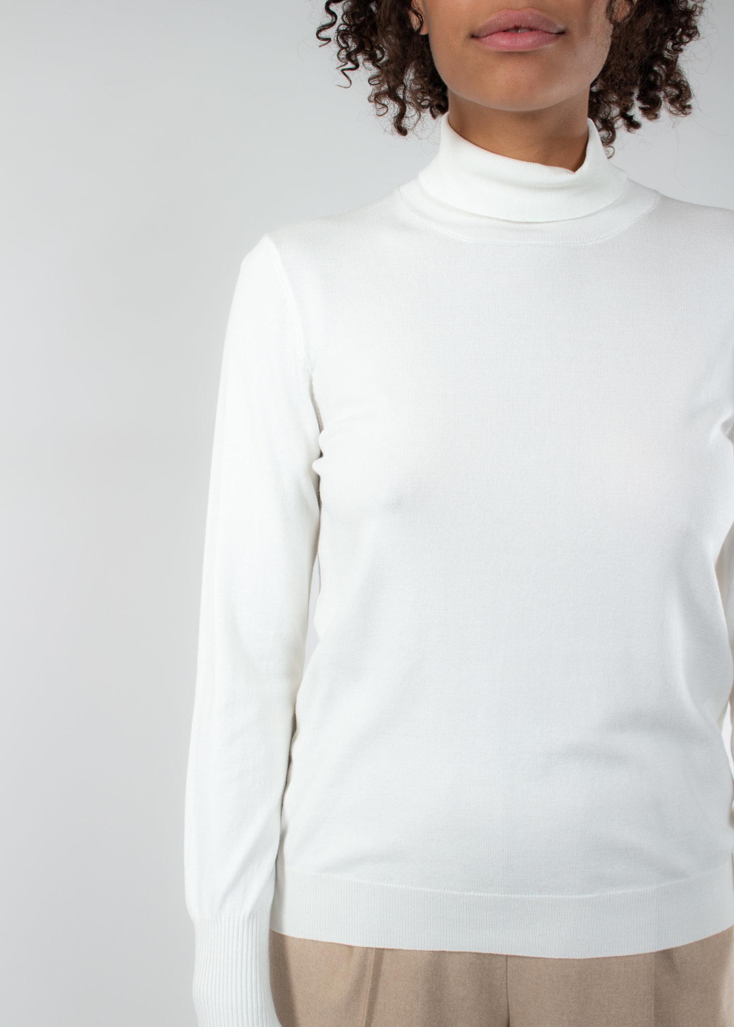 IN WEAR Novella roleneck knit white smoke