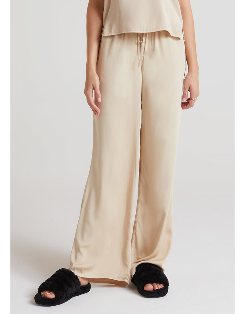 BELLA DAHL Satin feel wide pant