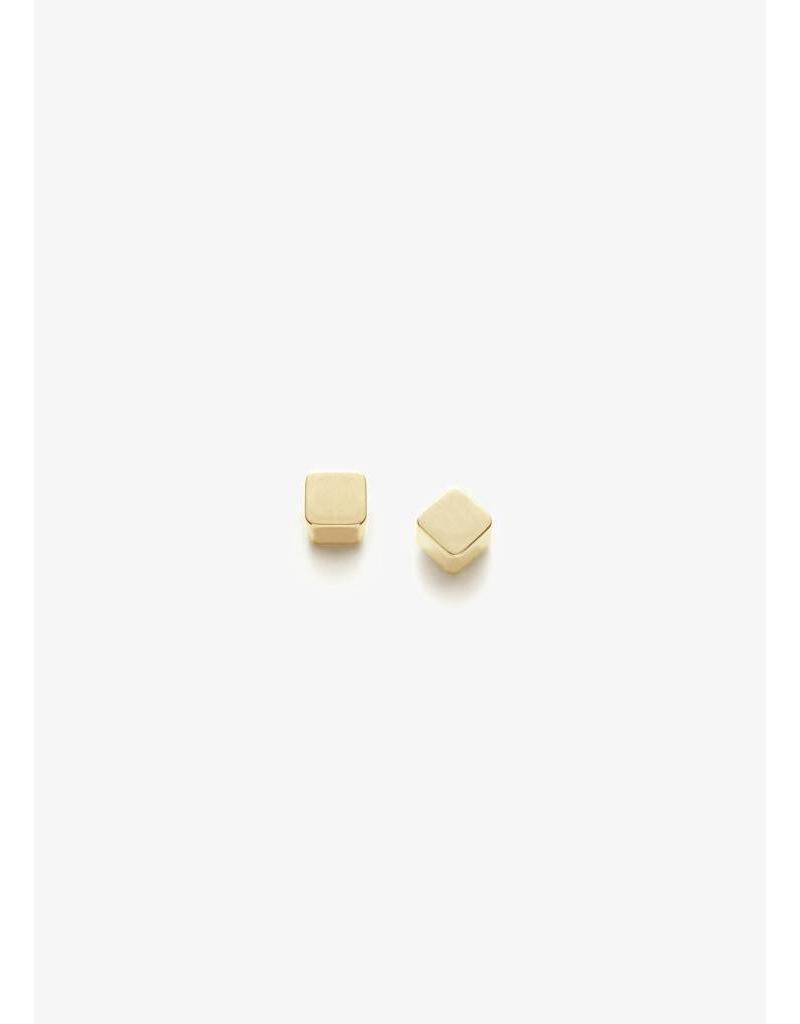 PILAR AGUECI Cube stud gold