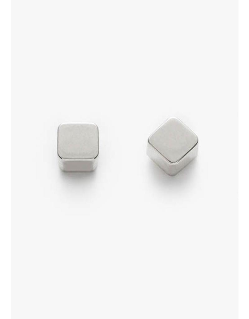 PILAR AGUECI Cube stud white gold