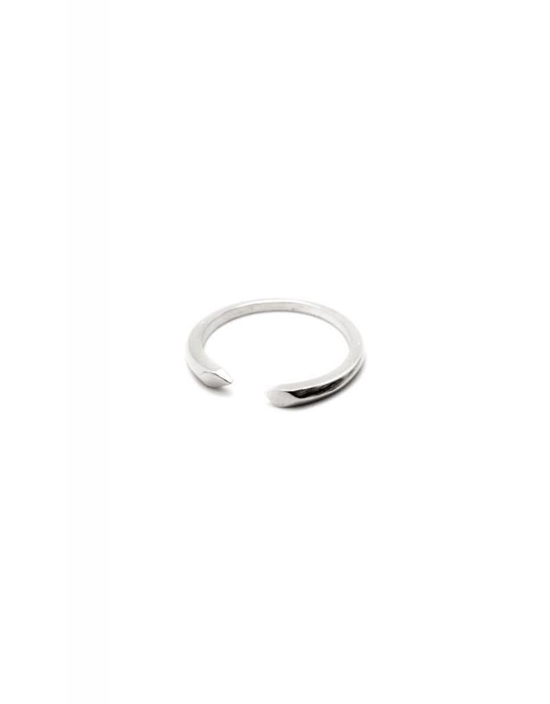TIFFANY KUNZ Petite Desdent ring