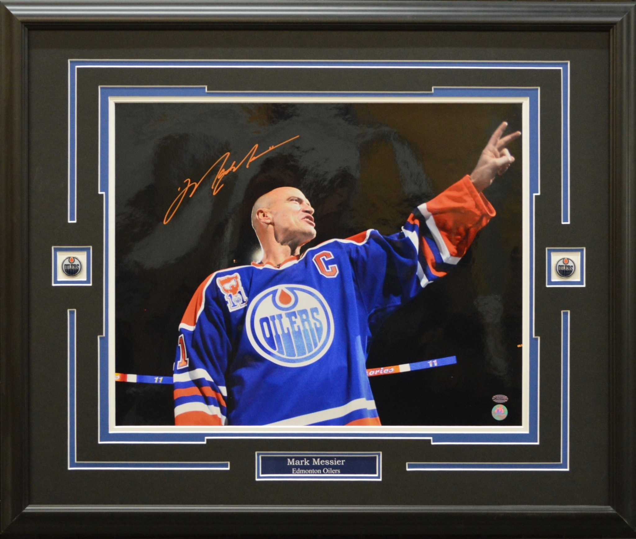 MARK MESSIER AUTOGRAPH 16X20 PHOTO 23X28 FRAME - EDMONTON OILERS