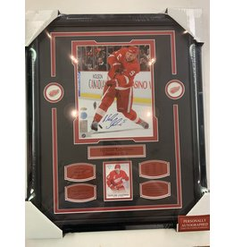 NICKLAS LIDSTROM AUTOGRAPH 16X20 FRAME - DETROIT RED WINGS