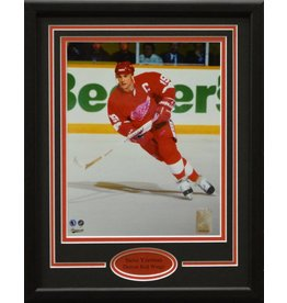 STEVE YZERMAN 11X14 FRAME - DETROIT RED WINGS