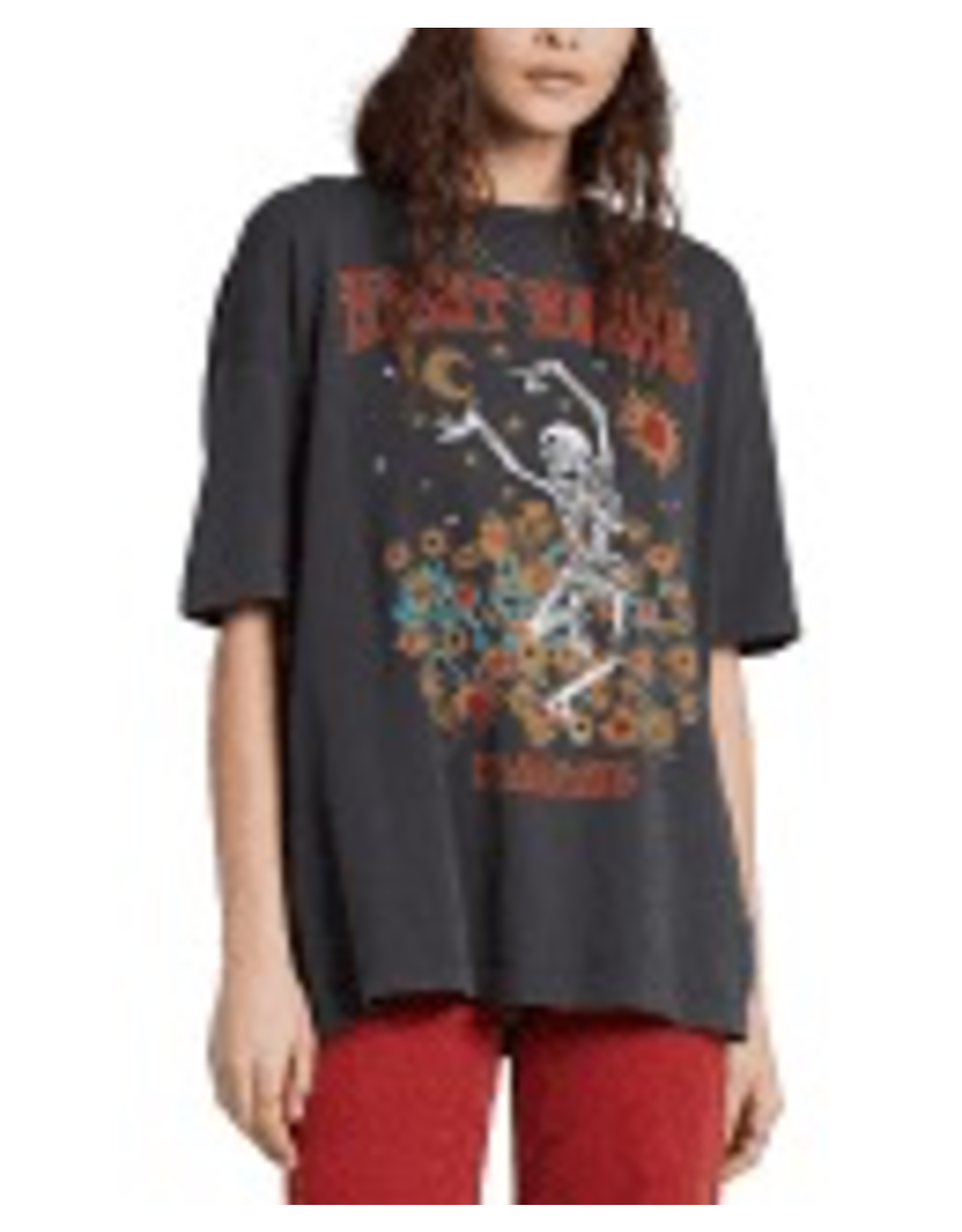 Play to your edgy side in Billabong's skeleton-printed graphic tee.