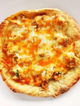 Pizza au poulet sur pain pita