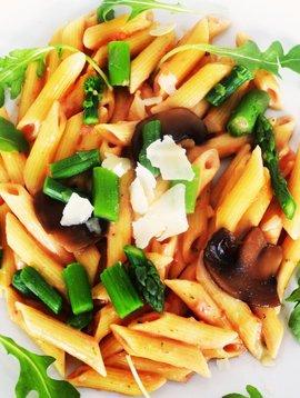 Penne sauce rosée, vin blanc, asperges & champignons (325g)