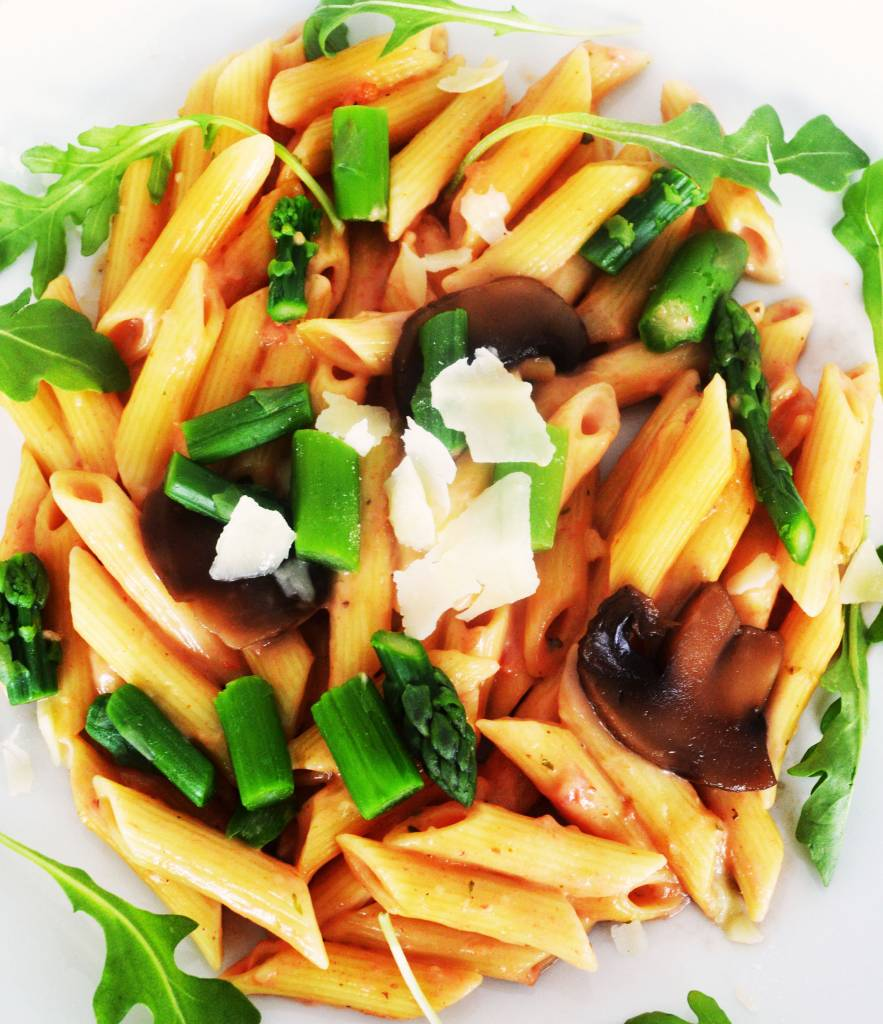 Penne with pink sauce, white wine, asparagus & mushrooms (325g)