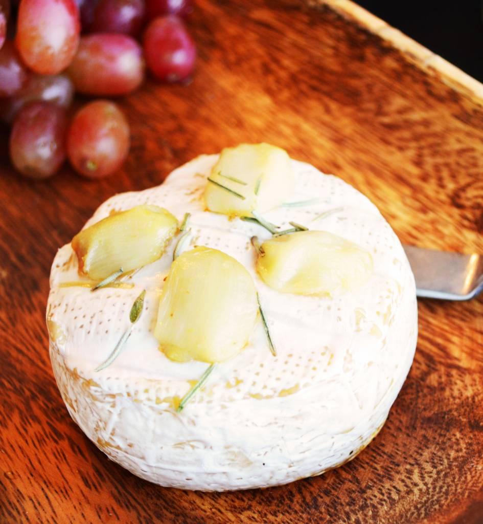 Brie à l'ail & au romarin