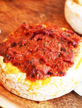 Brie au pesto & aux tomates séchées