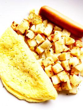 Omelette au fromage, saucisse & pommes de terres maison