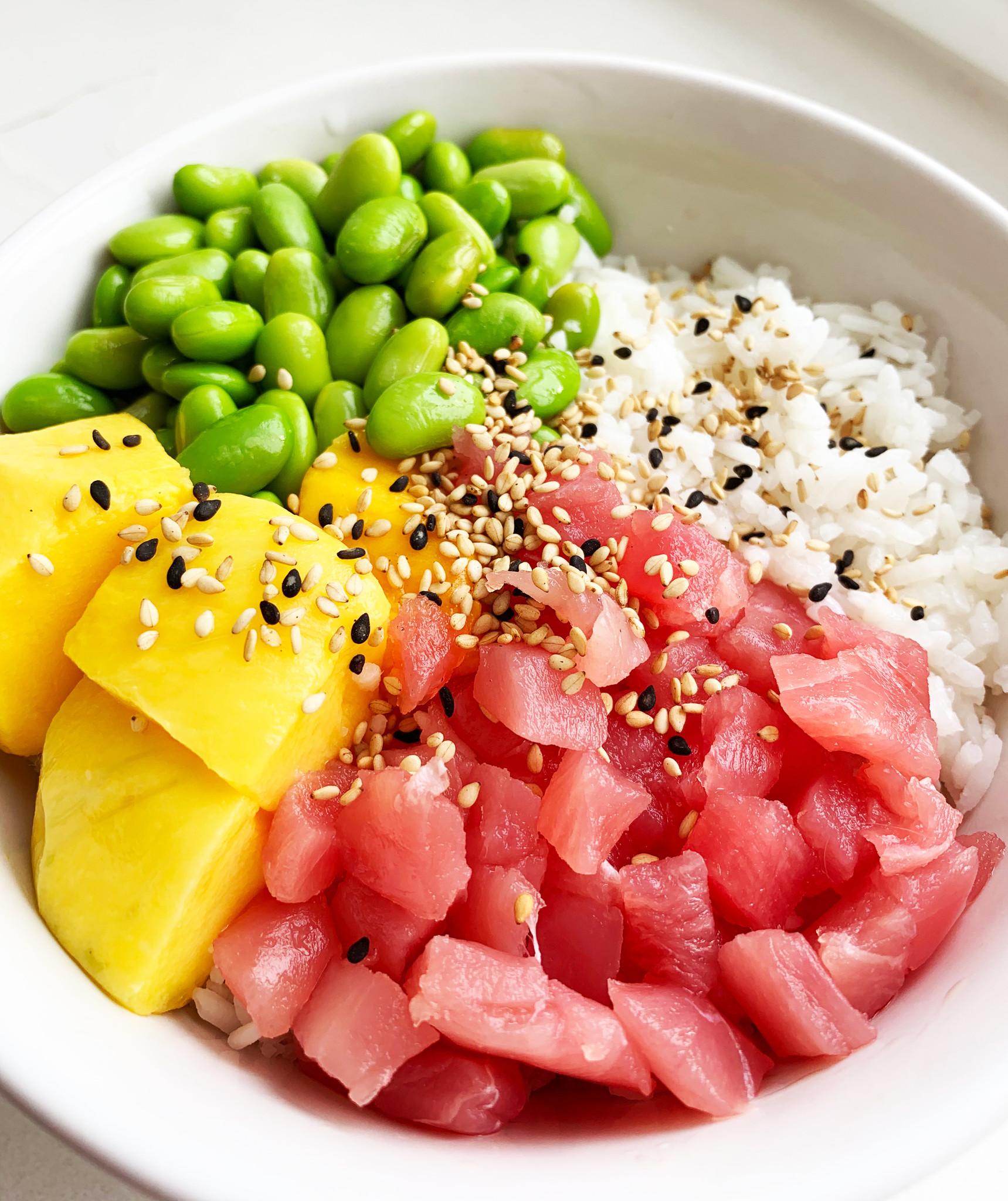 Tuna poké bowl