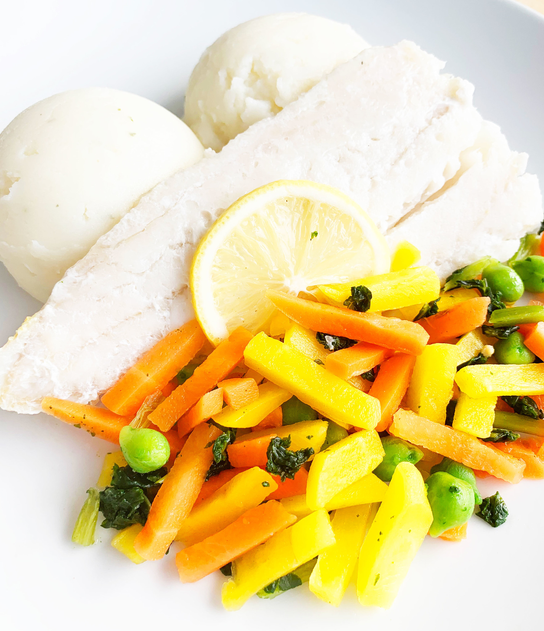 Cod with lemon, mixed vegetable and mashed potatoes