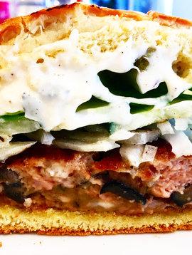 Burger au porc de style grec au fromage feta