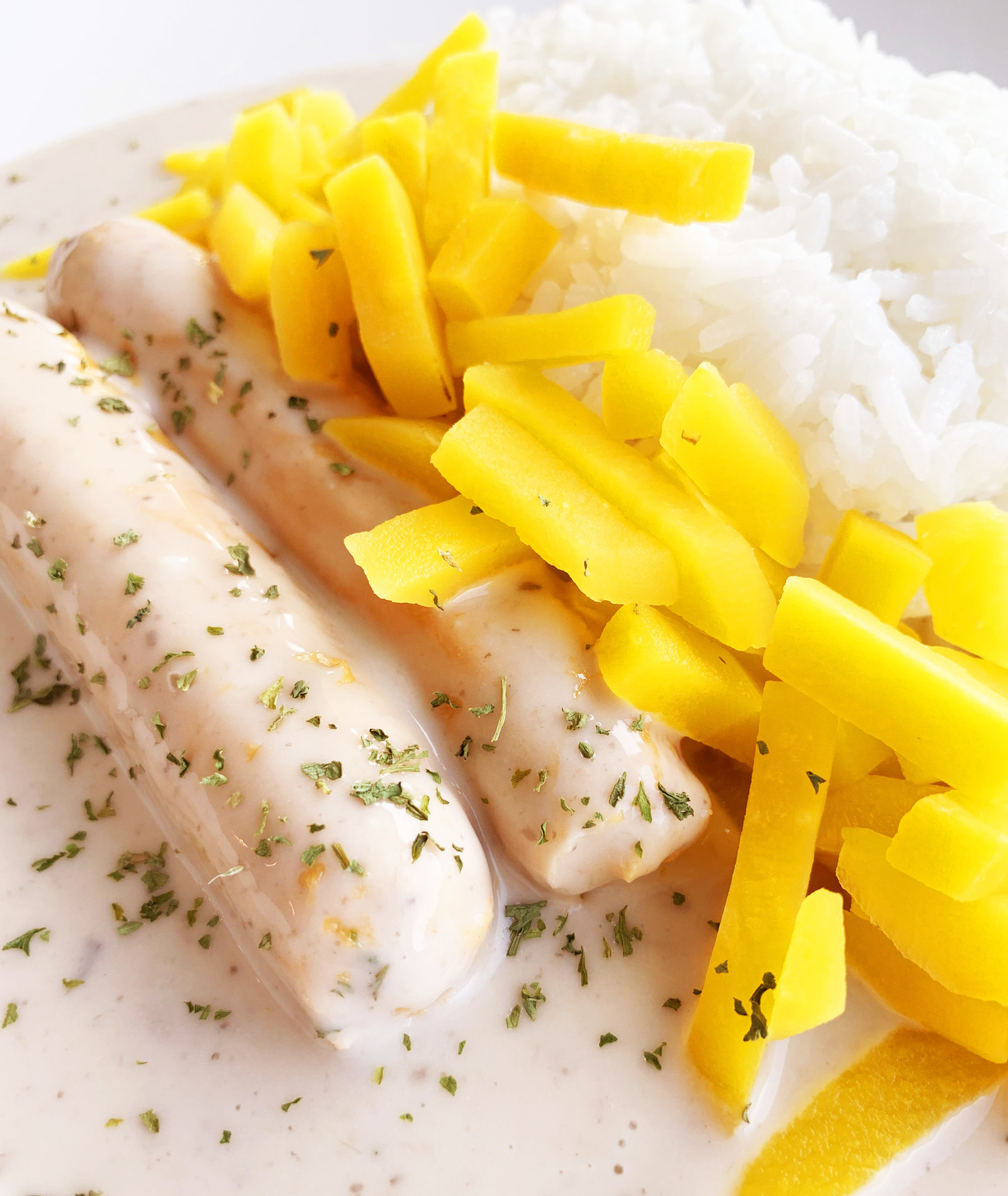 Sausages, mushrooms, yellow carrots & rice (325g)