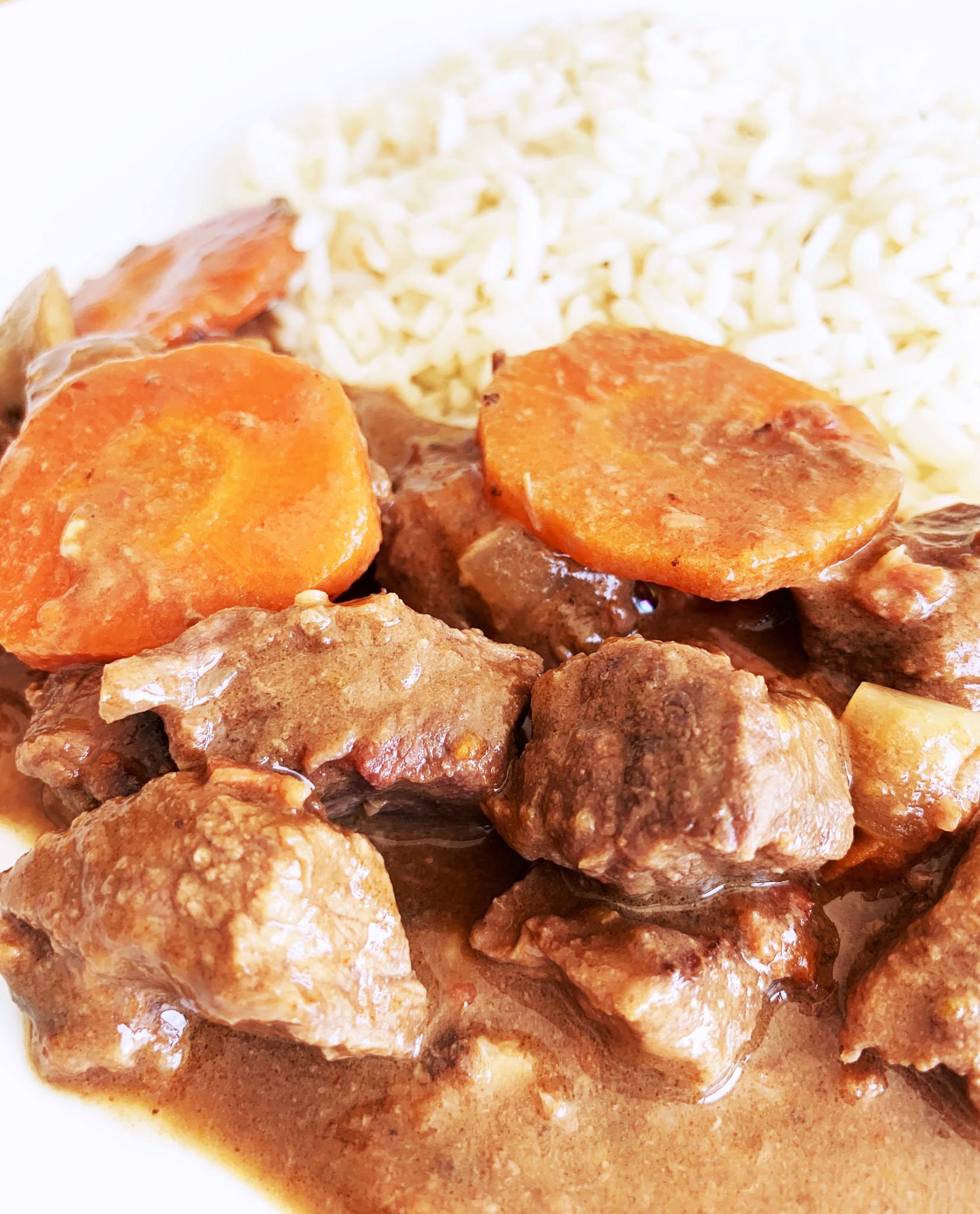 Boeuf bourguignon, légumes & riz parfumé