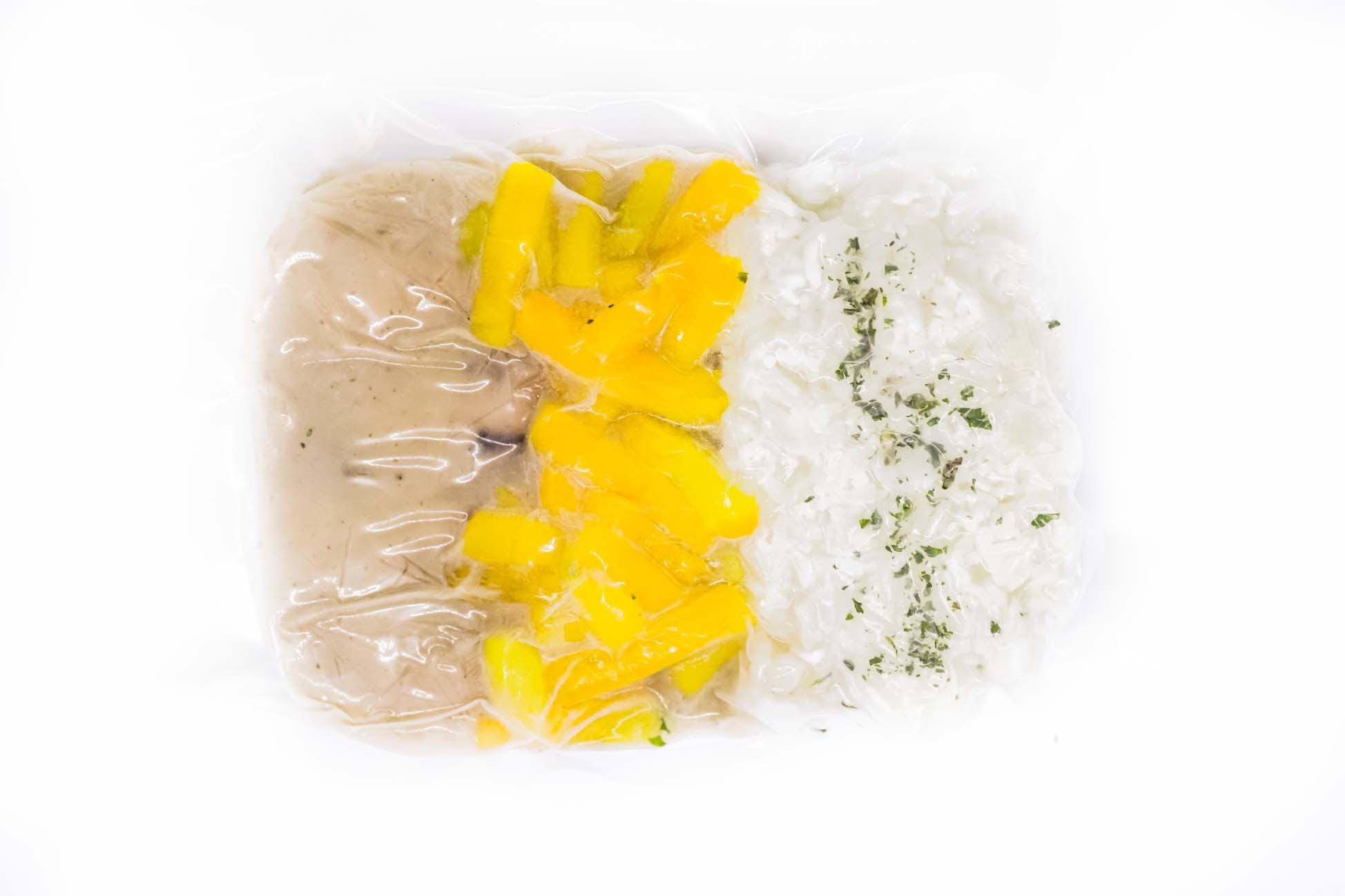 Sausages, mushrooms, yellow carrots & rice (175g)
