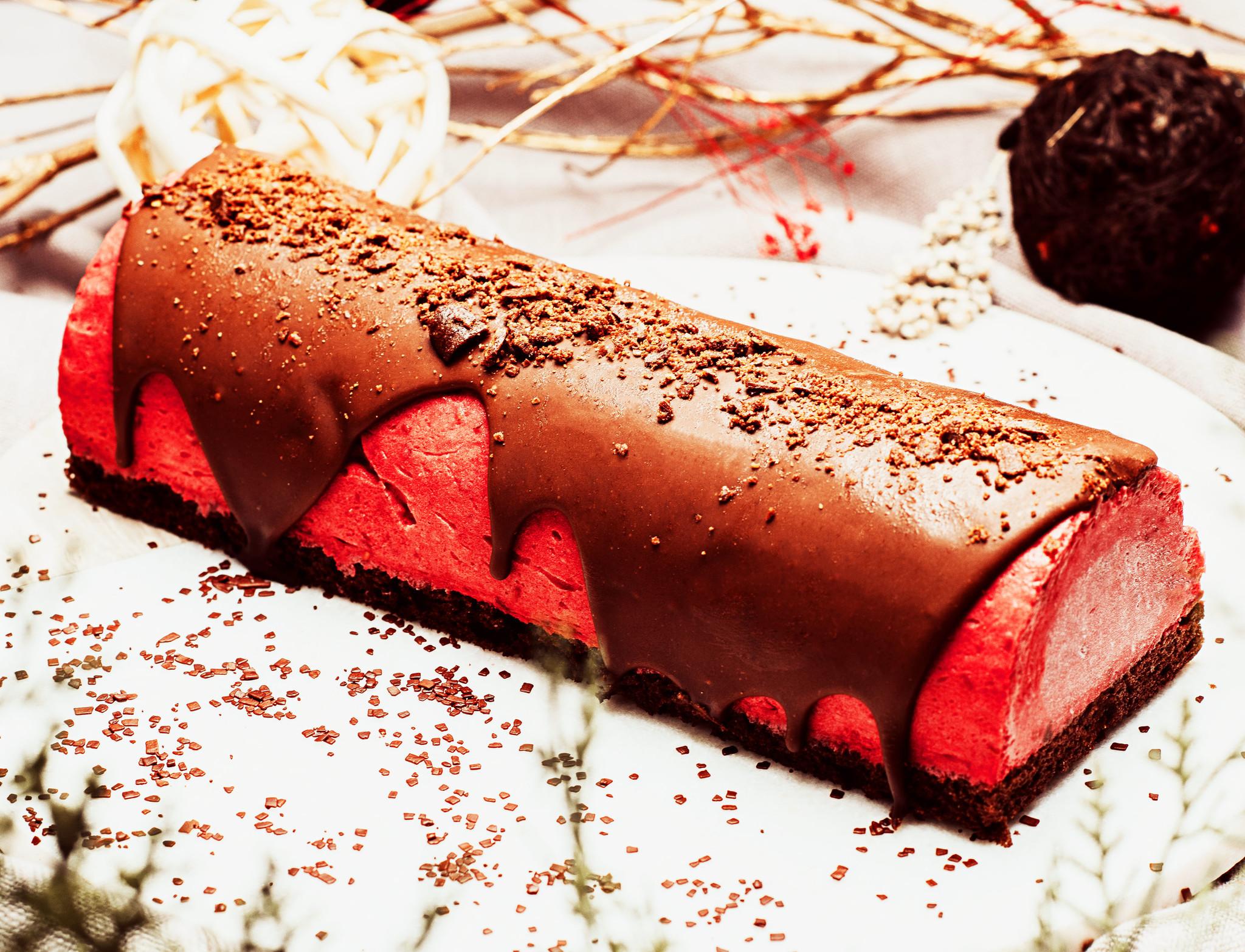 Bûche framboises & chocolat (LIQUIDATION, prix régulier: 20.00)