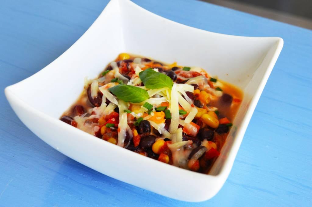Vegetarian chili with legumes, cheddar & mozzarella (175g)