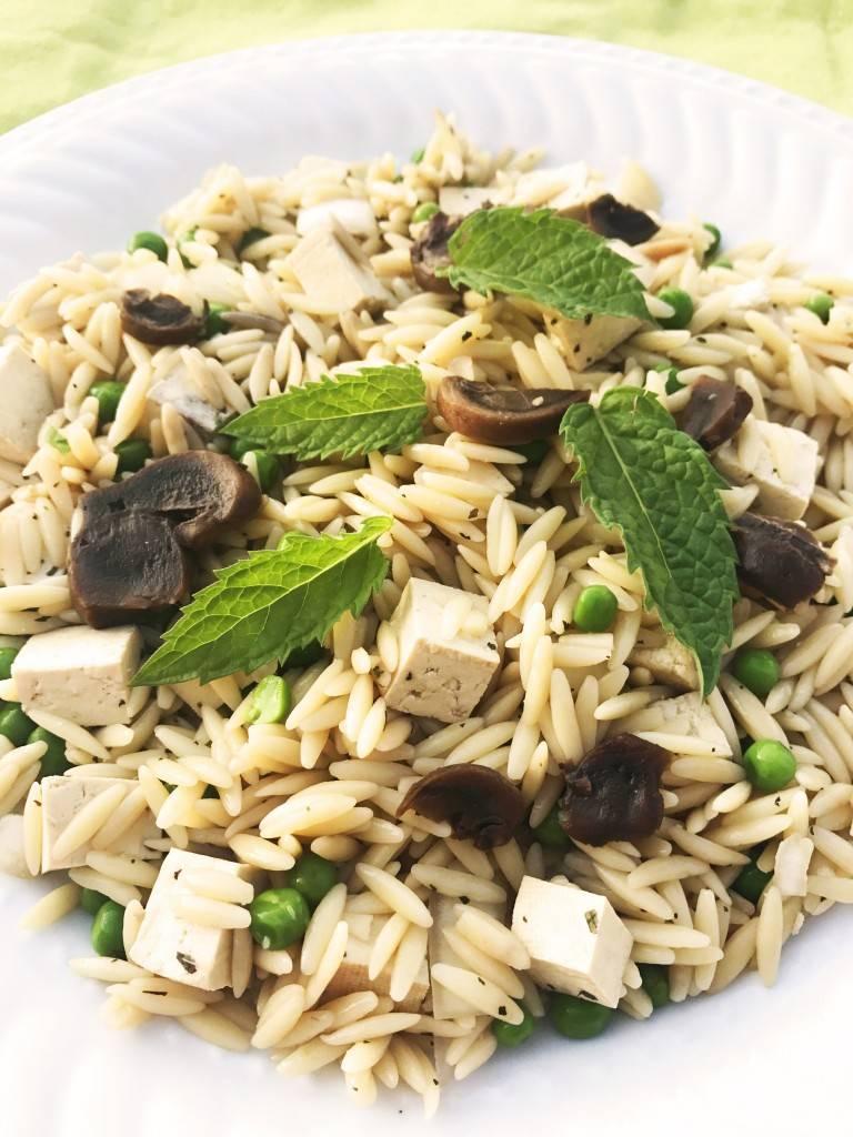 Orzo au tofu, aux champignons, aux pois verts & à la  menthe (175g)