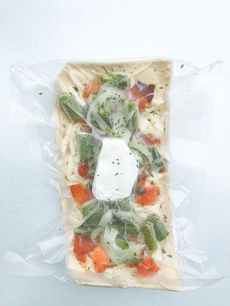 Smoked salmon, asparagus, goat cheese & mozzarella pizza
