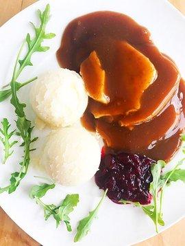Turkey breast in sauce, cranberries & mash (325g)