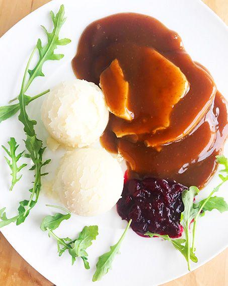 Poitrine de dinde en sauce, canneberges & purée (325g)
