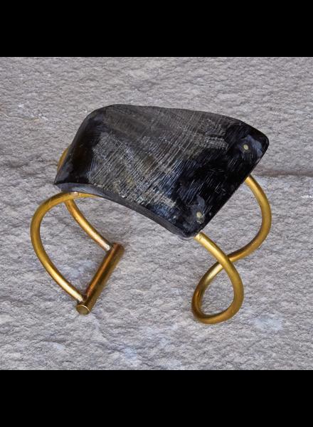 OraTen Bayan Wire Cuff with Quadrilateral Horn - Dark Horn, Brass