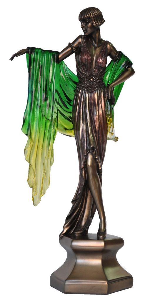 Australia Lady with green shawl