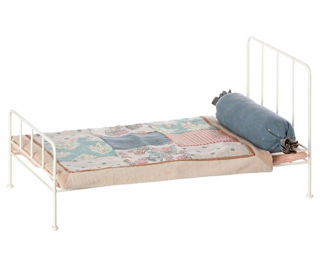 Metal Bed medium, Off White