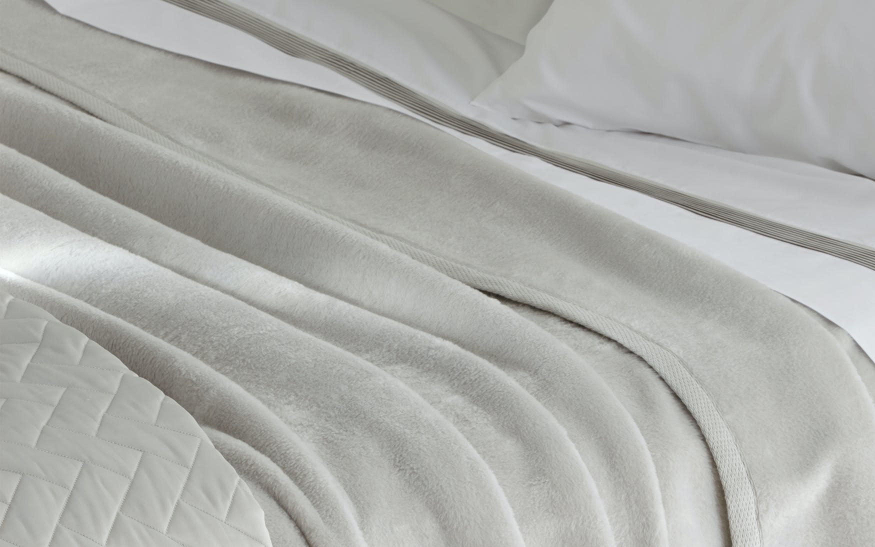 Matouk Sintra Blanket- Ultra Soft 100% Cotton