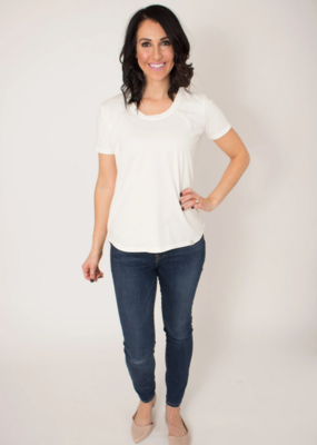 BYTAVI White Scoop Tee Shirt