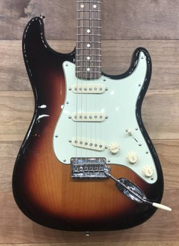 Fender Fender Classic Player '60s Stratocaster®, Pau Ferro Fingerboard, 3-Color Sunburst