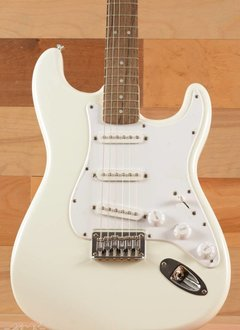 Squier Squier Bullet Stratocaster® Hard Tail,  Laurel Fingerboard,  Arctic White