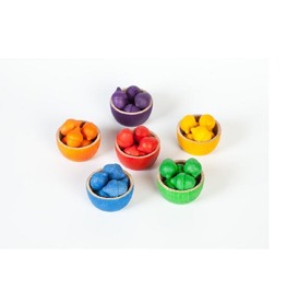 Grapat Wood Coloured Bowls and Acorns With Tongs