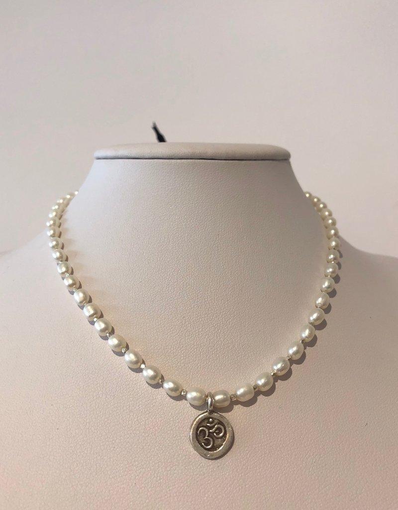 BlacKnot Jewellery Freshwater Pearl Choker Silver Om