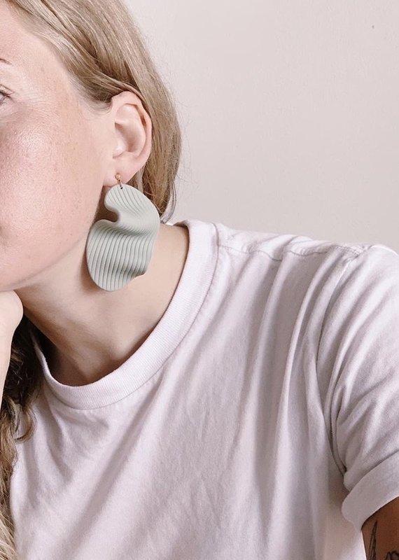Hello Ashto Wavy Baby Earrings