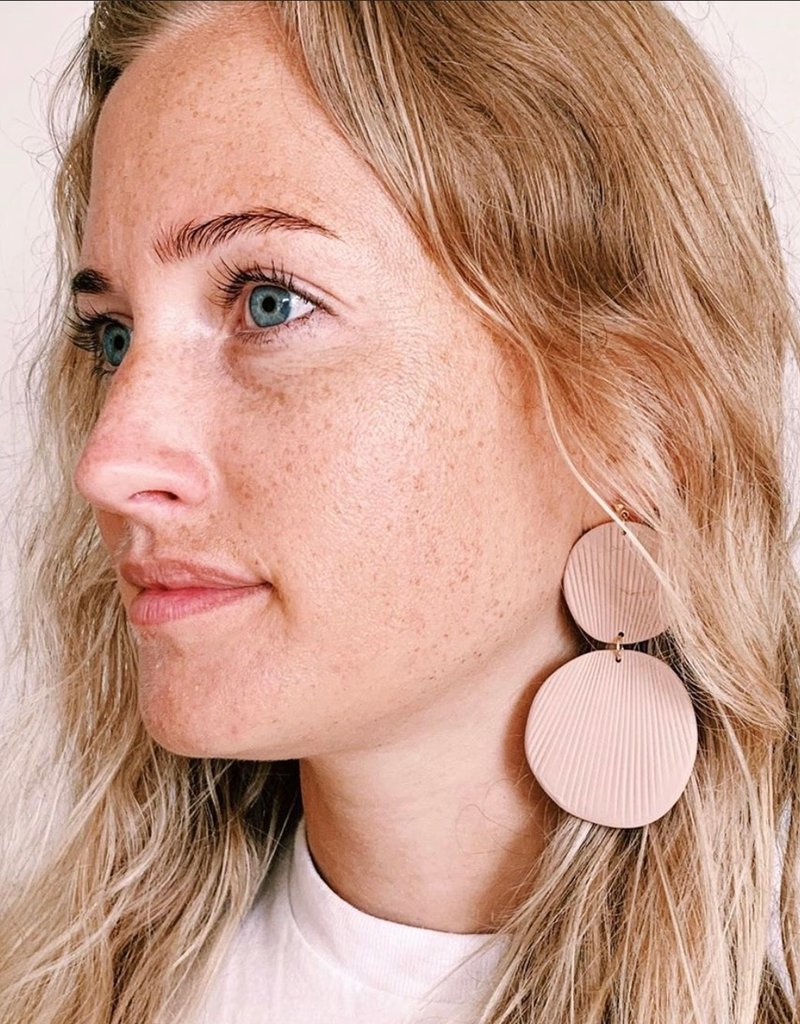 Hello Ashto Resting Beach Face Earrings