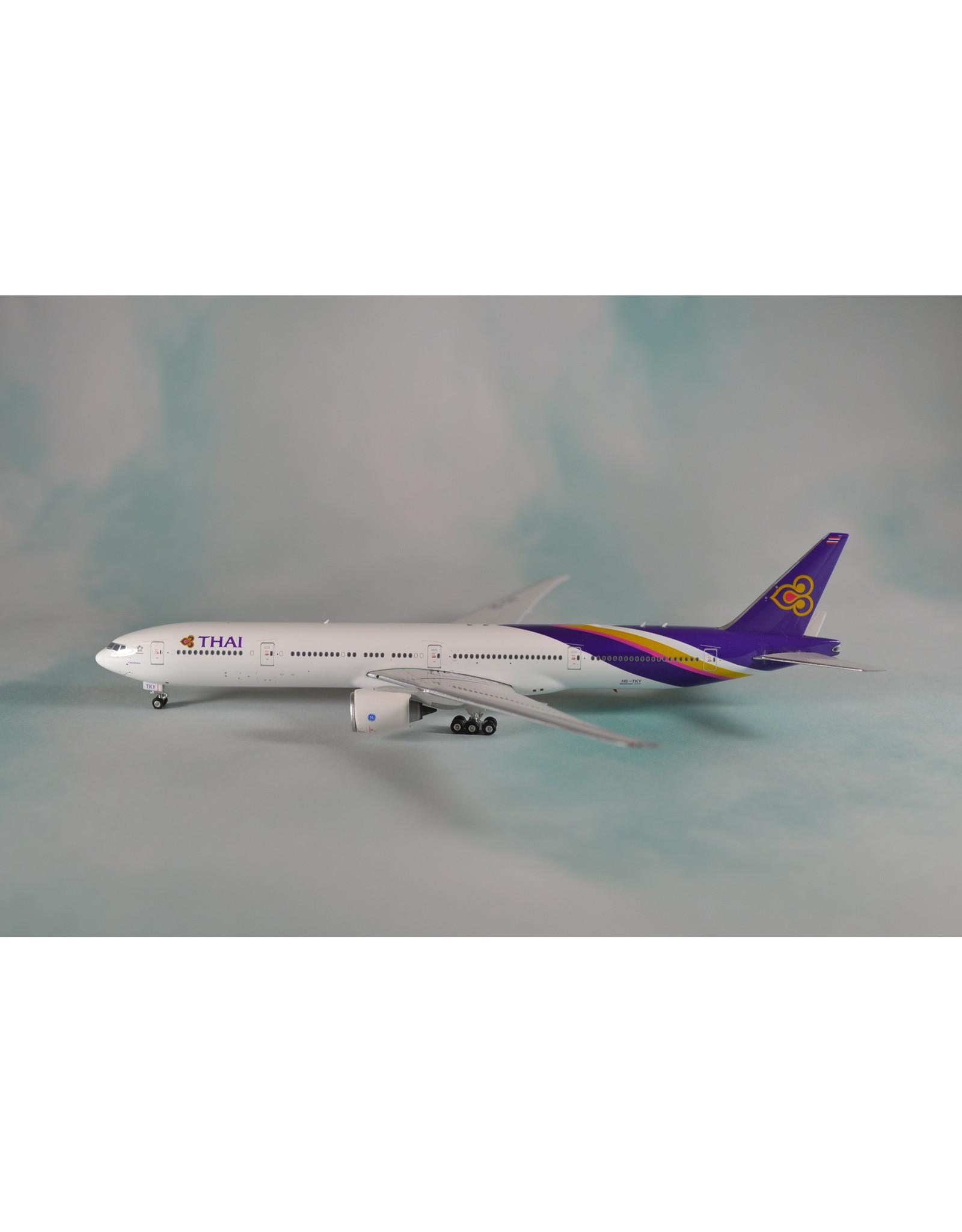 Phoenix PH4 Thai 777-300ER HS-TKY