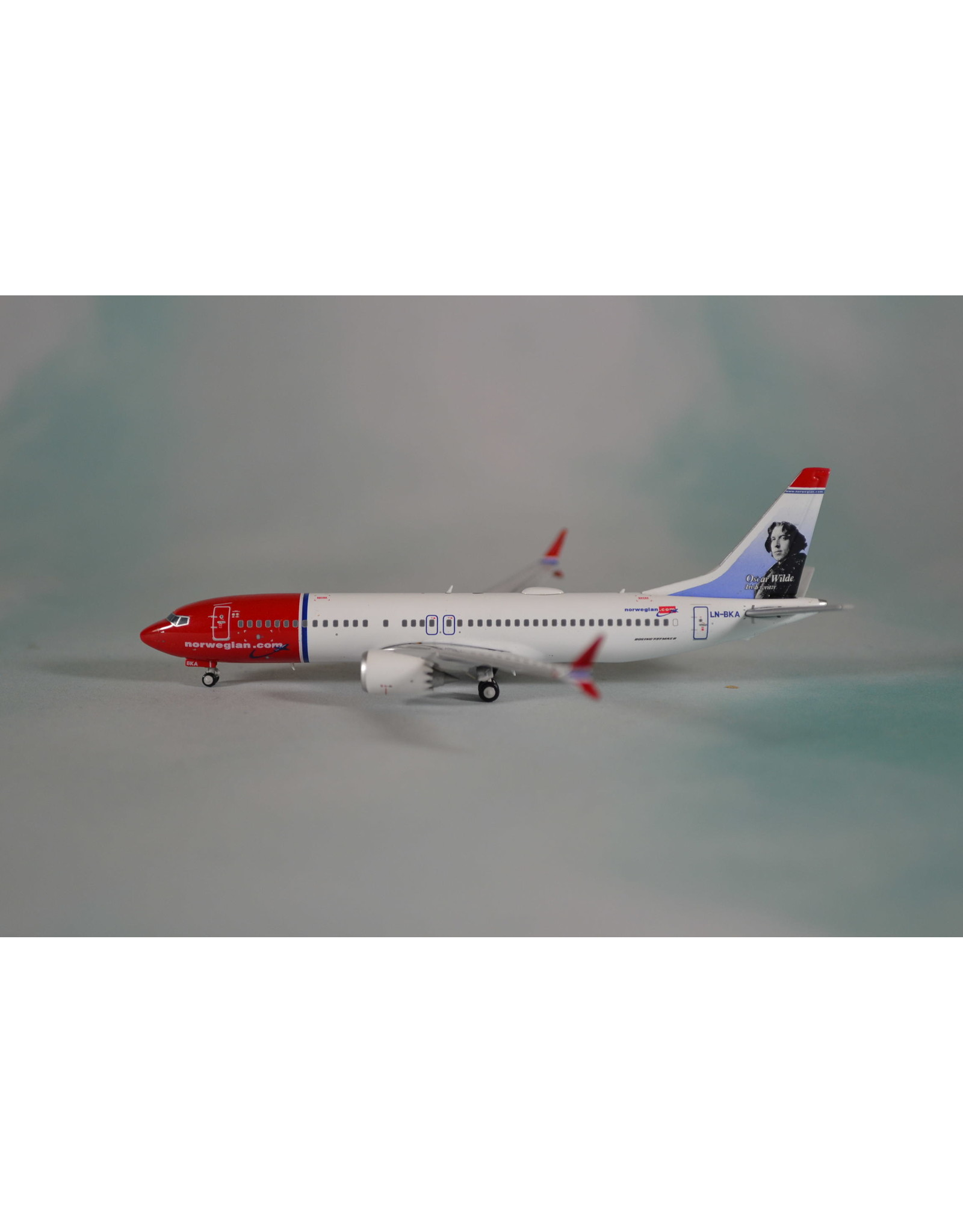 JC Wings JC4 Norwegian 737max8 Oscar Wilde