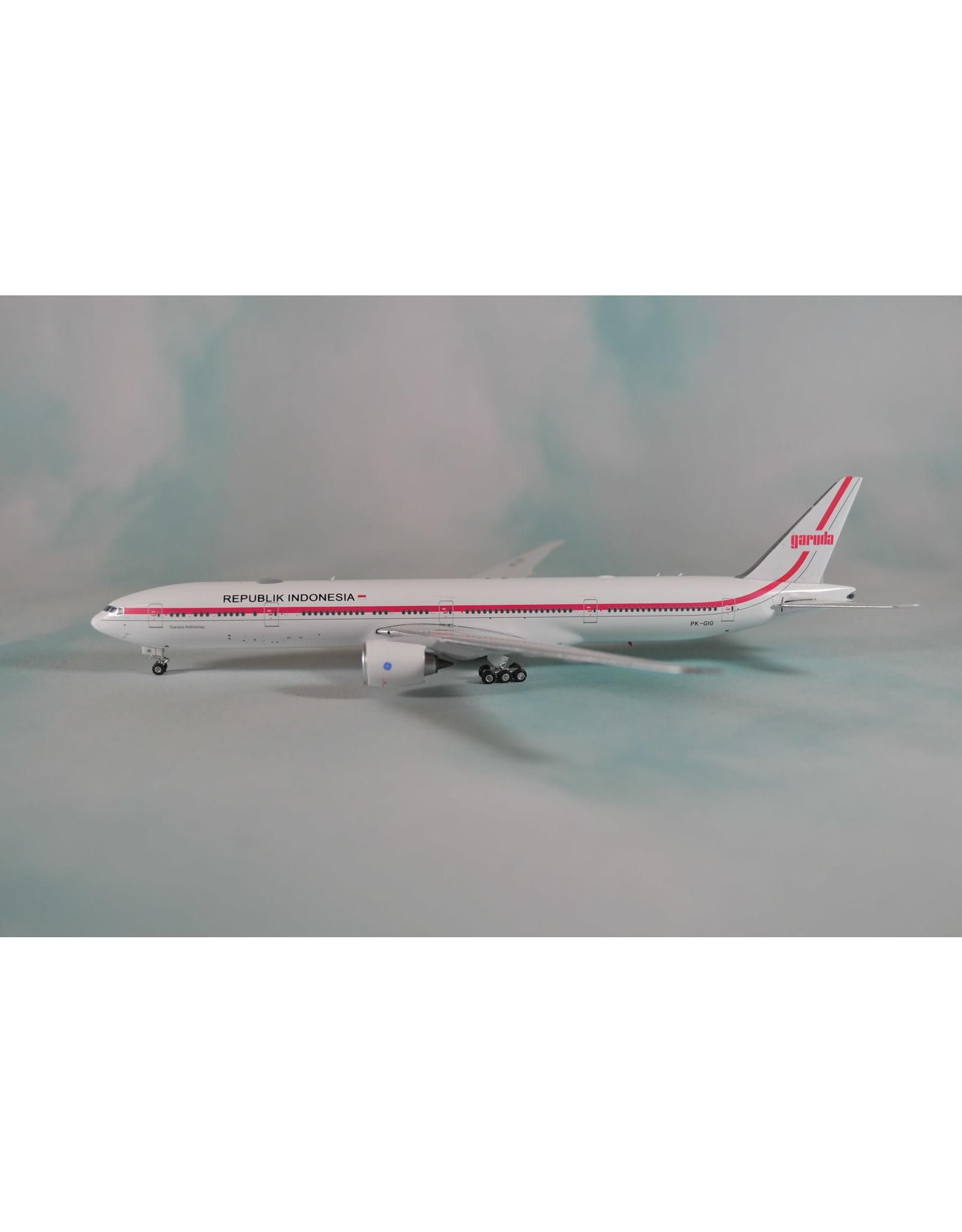 Phoenix PH4 Garuda 777-300ER 70s retro