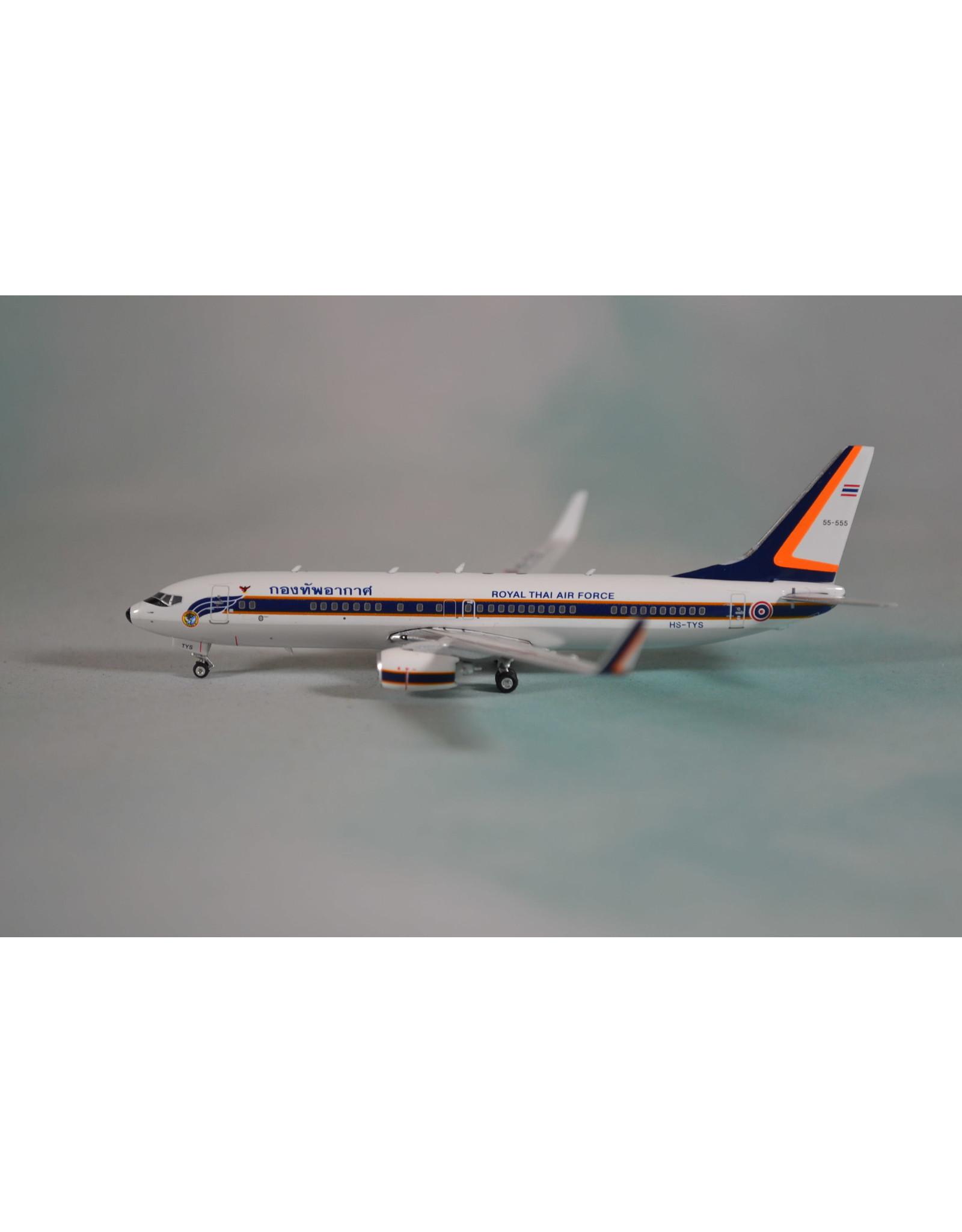 Phoenix PH4 Royal Thai AF 737-800 HS-TYS