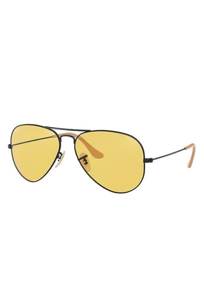 82 Ray Ban Aviator Matte Black/Yellow