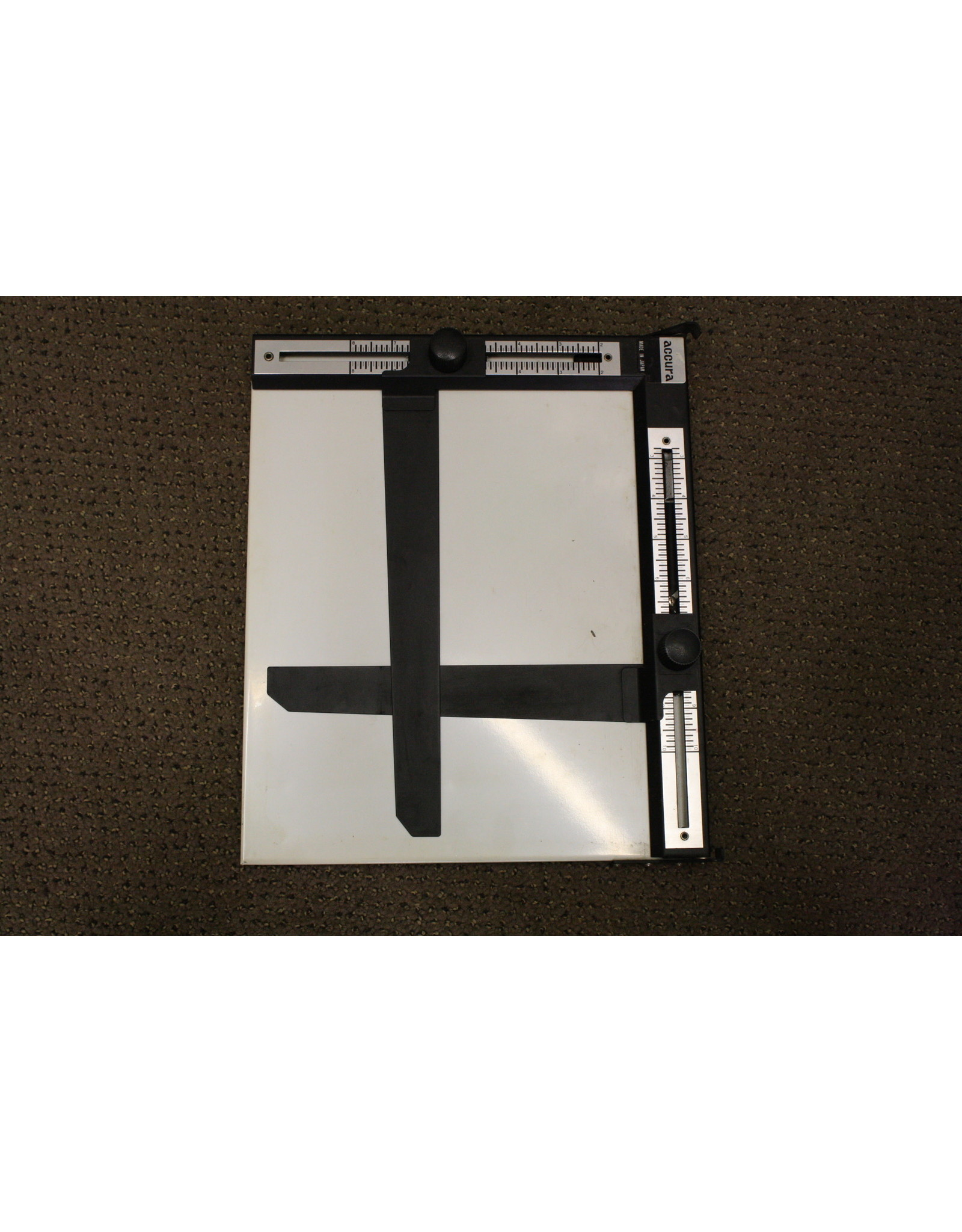 Accura 8x10 Adjustable Easel (Pre-owned)