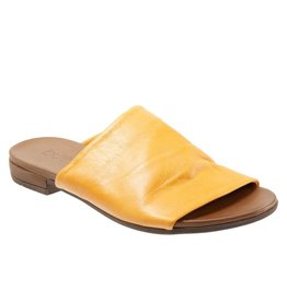 Bueno Turner Leather Slide Mustard