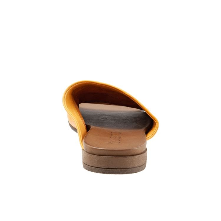 Bueno Bueno Turner Leather Slide Mustard